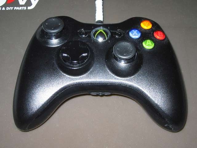 Xbox 360 コントローラー(ブラック) スプレーを使ってメンテナンス、スプレーによるメンテナンス完了後、元通りに組み立てて動作確認する