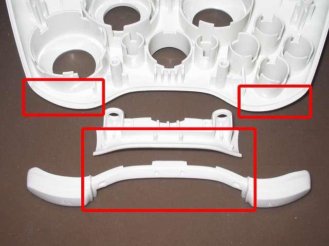 Xbox 360 コントローラー(ホワイト) スプレーを使ってメンテナンス、L1・R1 ボタンガイドとプラスチックカバーの L1・R1 ボタン溝にドライファストルブを噴射