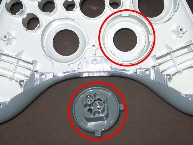Xbox 360 コントローラー(ホワイト) スプレーを使ってメンテナンス、十字キーと十字キー装着穴部分にドライファストルブを噴射