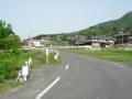 160502島ヶ原の農道、集落を抜けていく