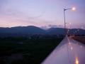 160611夜明け前の玉水橋を渡る