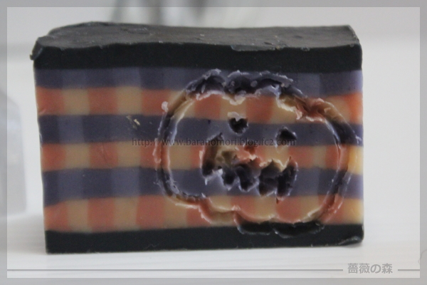 ハロウィン 手作り石けん 蜘蛛の巣 パンプキンシードオイル 20160828