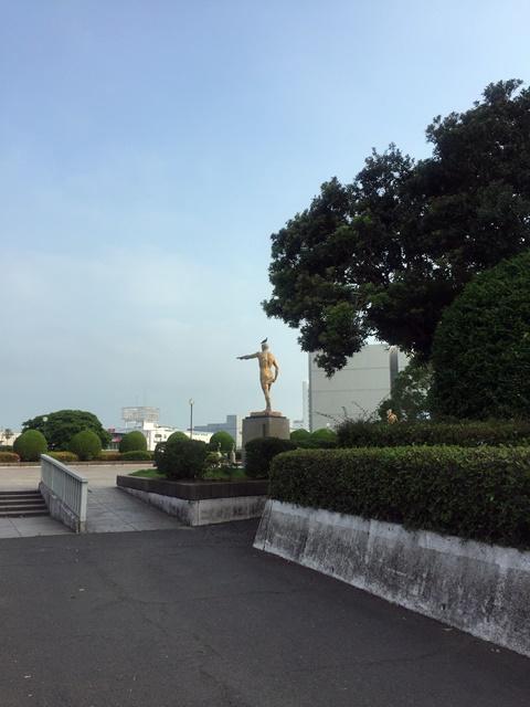 銅像ハト1