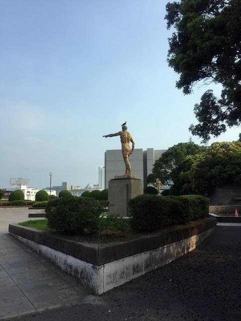 銅像ハト2
