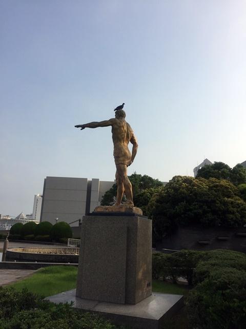 銅像ハト3