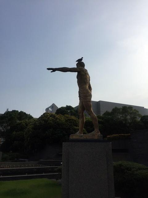 銅像ハト4