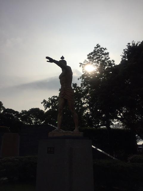 銅像ハト5