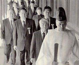 みんなで靖国神社お参拝する国会議員の会