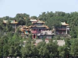 頤和園 中央:画中游(东楼=爱山 西楼=借秋) 手前:听鹂馆