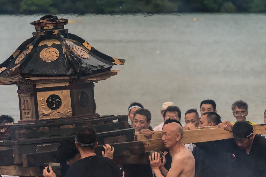 2016.07.02酒垂方神輿海へ火の中へ15