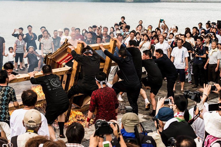 2016.07.02酒垂方神輿海へ火の中へ11
