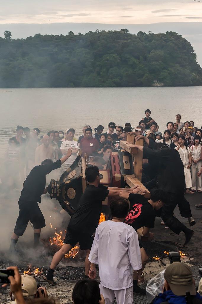 2016.07.02酒垂方神輿海へ火の中へ13