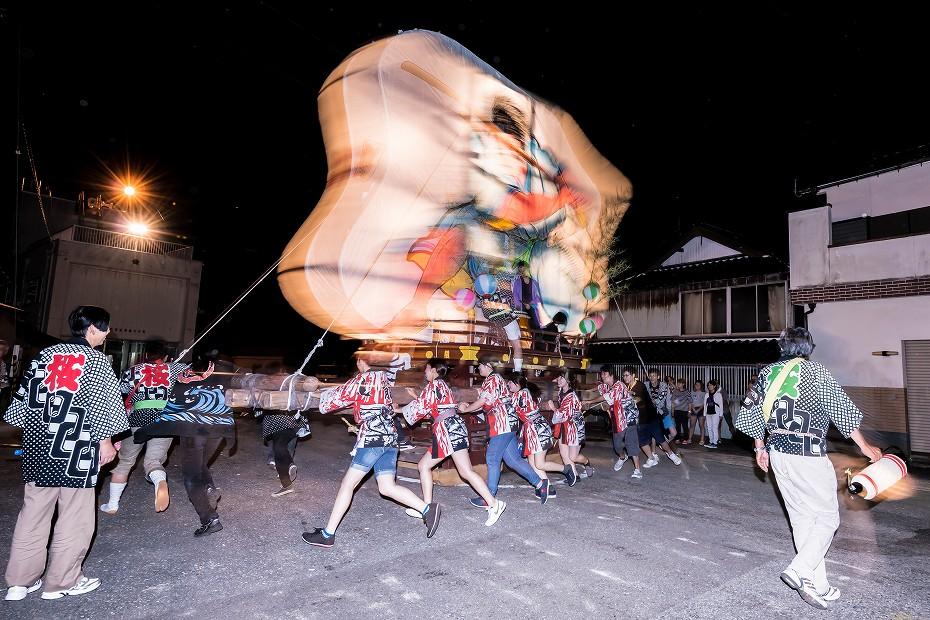 2016.08.27にわか祭の広場で回転18