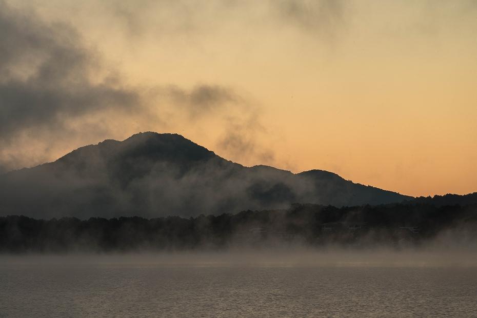 2016.10.16桧原湖の朝霧3