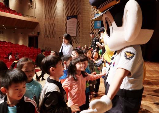 160512広報団人形劇