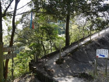 山岳遊歩道へ