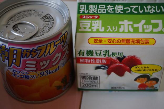 フルーツ缶と豆乳ホイップ