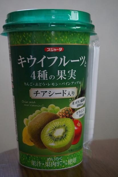 キウイフルーツと4種の果実