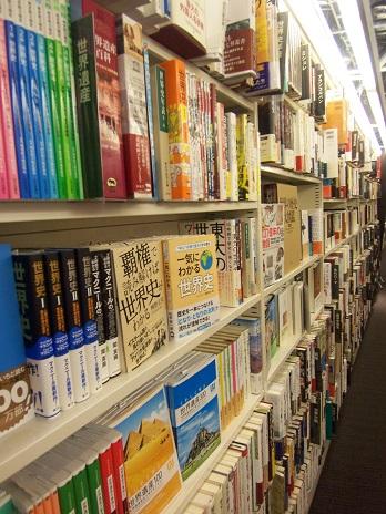書店に並ぶ『一気わかる世界史』