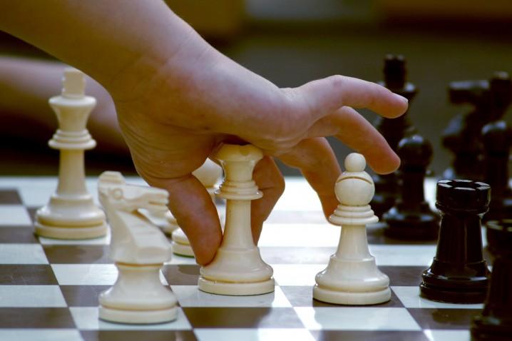 ルルーシュがよく言ってる戦略と戦術ってどう違うの