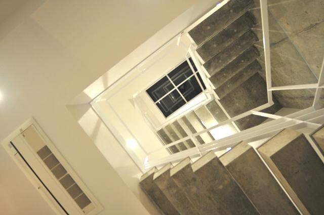 注文住宅 京都市北区 鉄筋コンクリート 打ちっぱなし注文住宅 階段・吹き抜け 2