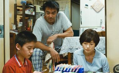 是枝裕和 『海よりもまだ深く』 良多(阿部寛)は台風の夜を元家族と共に過ごすことに……。