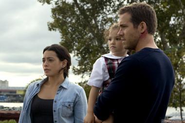 『セルフレス/覚醒した記憶』 マーク(ライアン・レイノルズ)は家族とともに組織に追われることになる。妻役のナタリー・マルティネスのハスキーすぎる声がちょっと気になる。