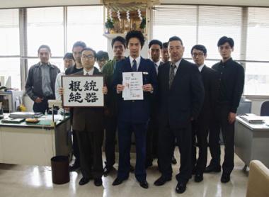 『日本で一番悪い奴ら』 諸星は銃器対策課のエースとして持ち上げられさらに悪事を重ねることになる。