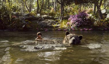 ジョン・ファヴロー 『ジャングル・ブック』 少年モーグリ以外はすべてCGというのだからちょっとビックリする。