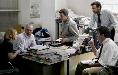 トム・マッカーシー 『スポットライト 世紀のスクープ』 「スポットライト」のコーナーを担当する4人と編集長。