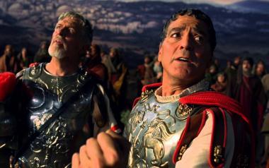 『ヘイル、シーザー!』 スター俳優ベアード・ウィットロック(ジョージ・クルーニー)は撮影でシーザーを演じる。