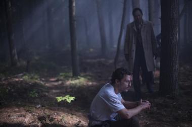 『追憶の森』 タクミ(渡辺謙)とアーサーは樹海のなかをさまよう。