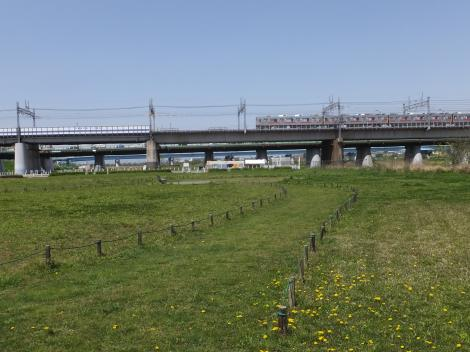 多摩川河川敷の平瀬川浄化施設