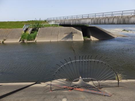平瀬川河口のゴム堰(ゴム引布製起伏堰)
