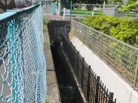 西谷戸橋付近の丸子川