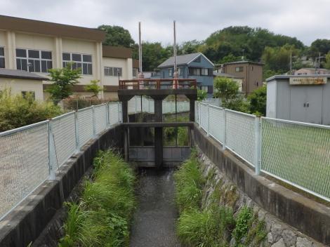 旧三沢川の水門・東菅小北