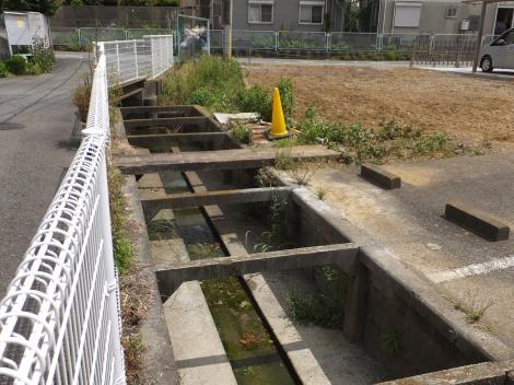 旧三沢川から取水の用水路・山下川付近