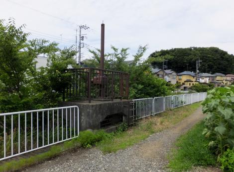 目久尻川排水樋管ゲート・小園橋上流
