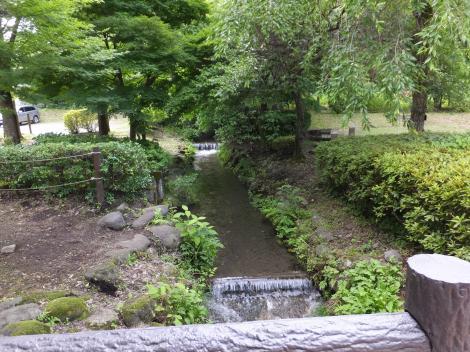報徳庵前を流れる用水路