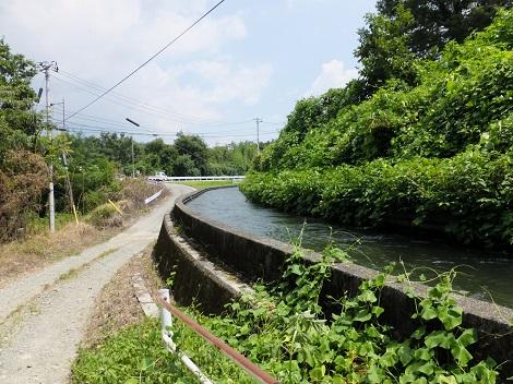 戸沢右岸を流下する徳島堰