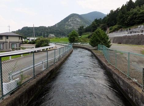 徳島堰・雨宮寺前