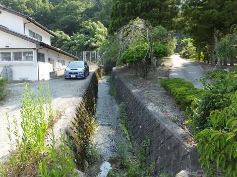 徳島堰より常光寺沢上流を望む