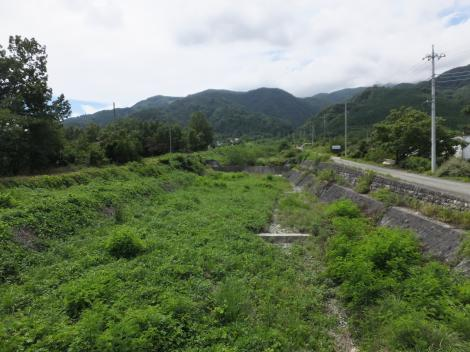 甘利沢橋より甘利沢上流を望む
