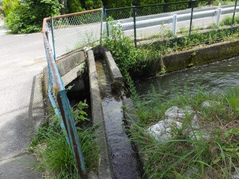 徳島堰と用水路の立体交差