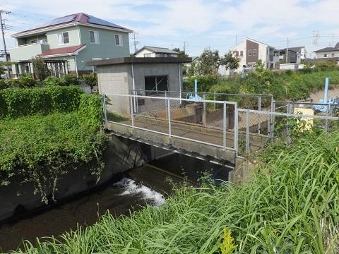 笠張川の吉際堰