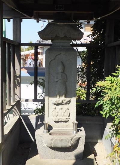 西屋自治会館の庚申塔