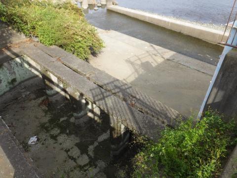 昭和用水頭首工・土砂吐水路、流入渠