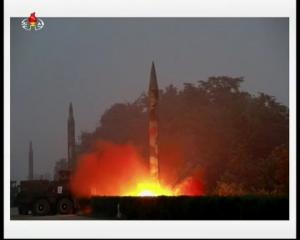 20160720 경애하는 김정은동지께서 조선인민군 전략군 화성포병부대들의 탄도로케트발사훈련을 지도하시였다mp4_000151538