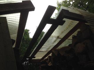 薪小屋の修理081502
