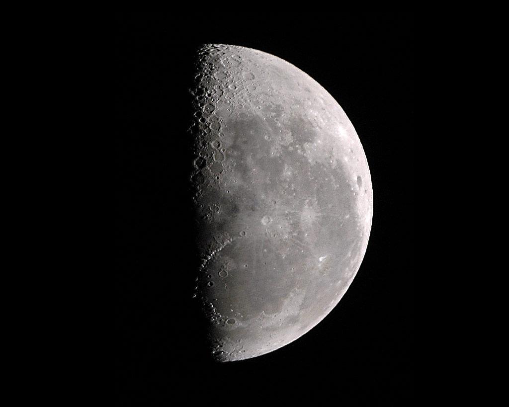 km 上弦の月
